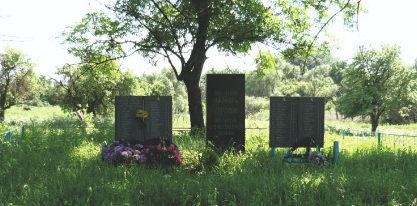 х. Факовка Шебекинского городского округа. Памятник по улице Заречная, установленный на братской могиле, в которой похоронены советские воины, умершие от ран в военном госпитале в 1943 году.