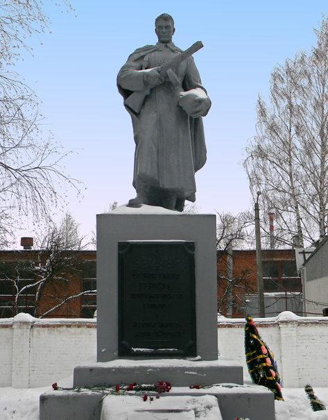 г. Шебекино. Памятник по улице Крупской, установленный на братской могиле советских воинов.