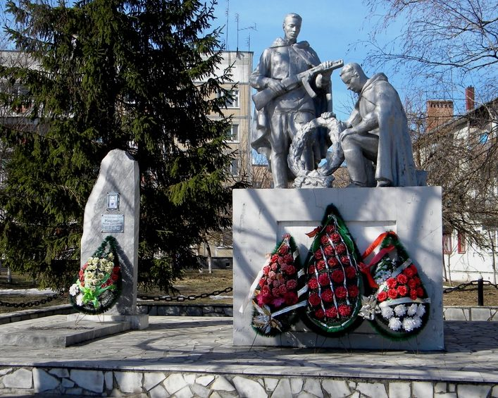 г. Шебекино. Памятник по улице Генерала Шумилова, установленный на братской могиле, в которой похоронено 46 советский воинов, в т.ч. 18 неизвестных, погибший в 1943 году. Здесь же могила Героя Советского Союза гвардии старшины Маслова М.Д.