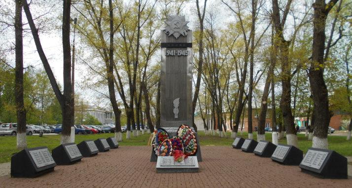 г. Шебекино. Памятник по улице Октябрьской, установленный в честь машиностроителей, погибших в годы войны.