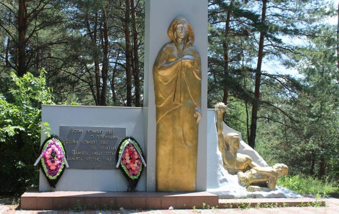 с. Бутово Яковлевского городского округа. Памятник в урочище «Каменный бугор», установленный на братской могиле, в которой похоронено 770 советских воинов, погибших в 1943 году.