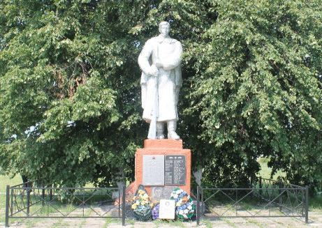 с. Верхний Ольшанец Яковлевского городского округа. Памятник по улице Центральной, установленный на братской могиле, в которой похоронено 134 советских воина, погибших в 1943 году.