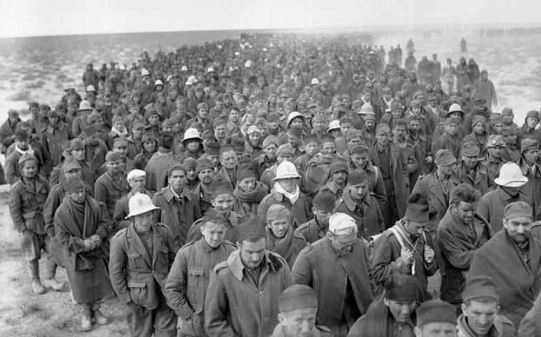 Итальянские военнопленные, захваченные в ходе операции «Компас».
