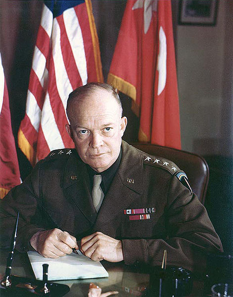 Генерал Эйзенхауэр во время войны.