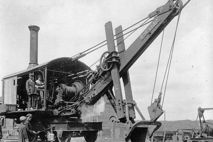 Американские специалисты на строительстве Челябинского тракторного завода.