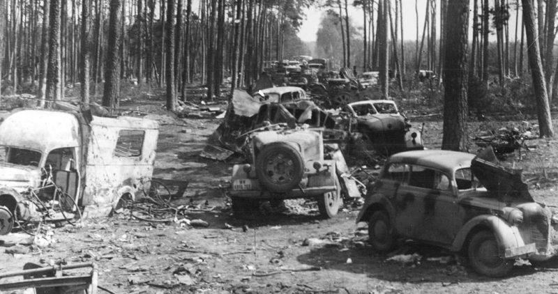 Уничтоженная немецкая колонна под Шпревальдом.
