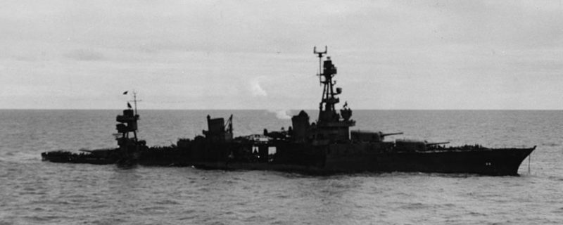 Поврежденный крейсер «Чикаго» после первой атаки.
