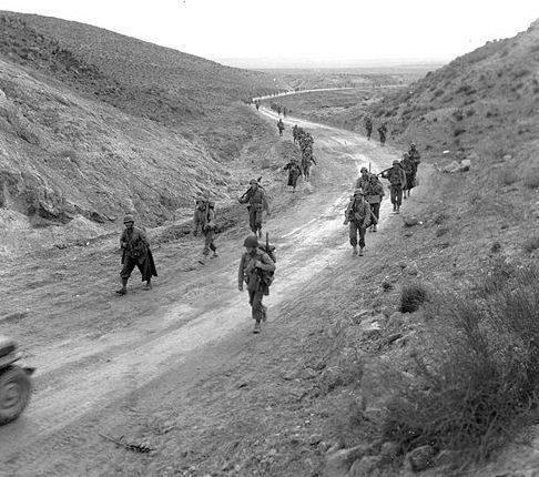 Американские войска на Кассеринском перевале.