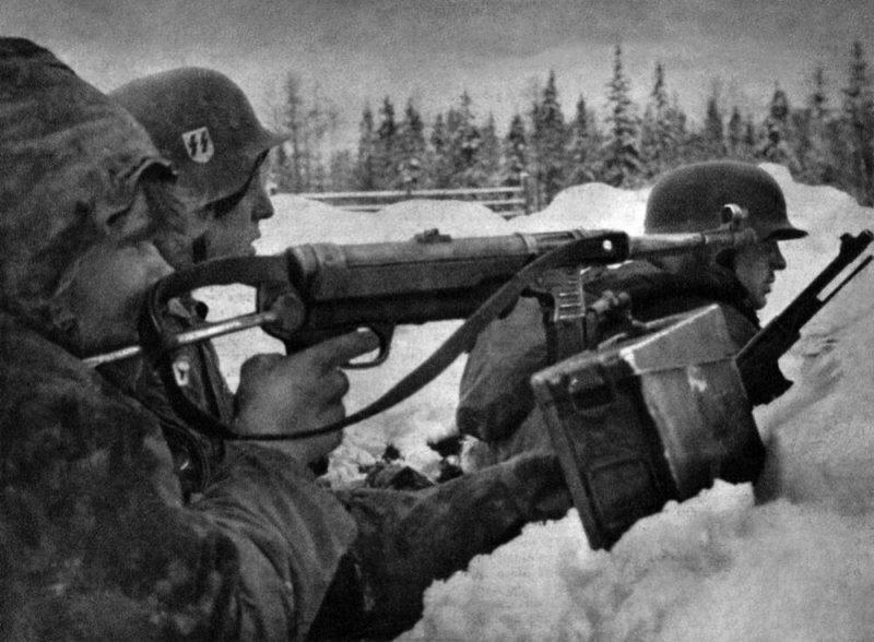 Немецкие войска в обороне в Демянском котле.