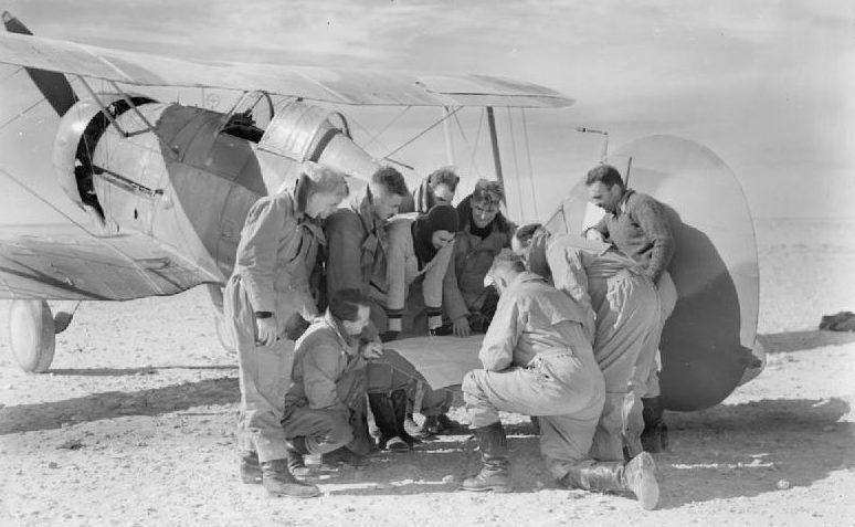 Пилоты 3-ей эскадрильи Королевских ВВС Австралии в Ливии.