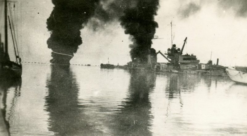 Пожары на затопленных кораблях.