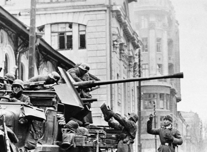 Немцы в обороне города.