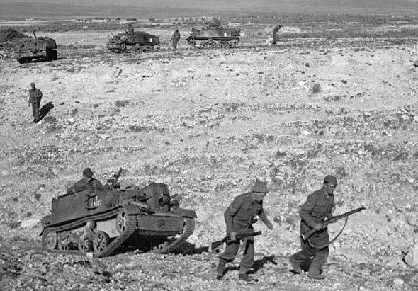 Британские солдаты занимают позиции для обороны в Тале.