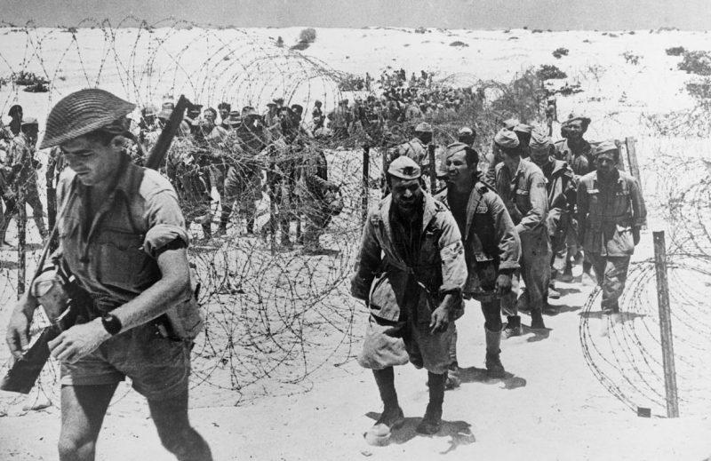 Итальянские солдаты, попавшие в плен под Эль-Аламейном.