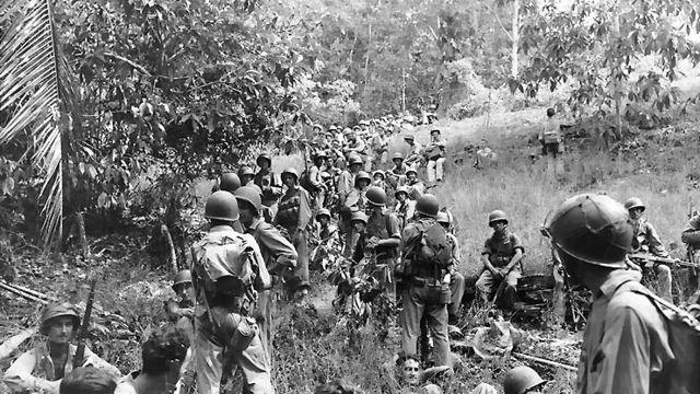 Американские морские пехотинцы на Гуадалканале.