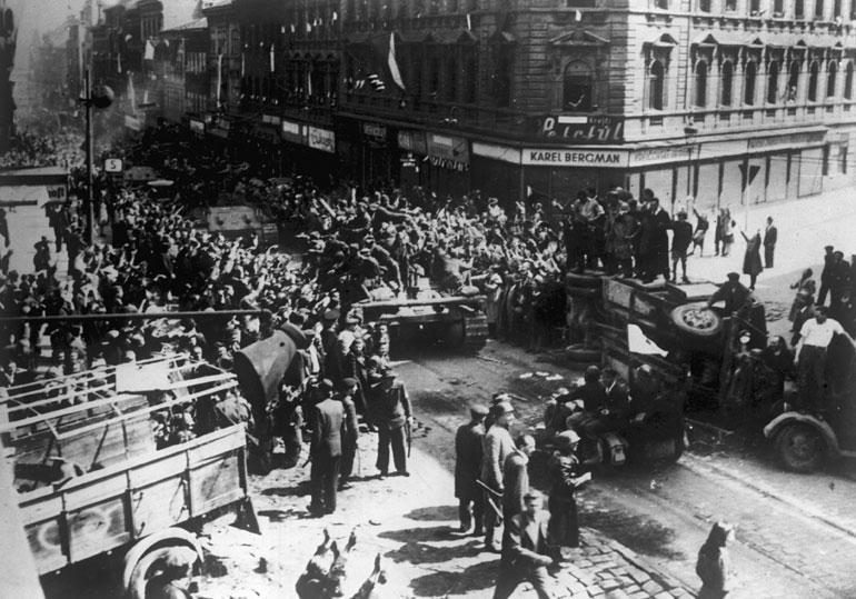 Советские войска в Праге.