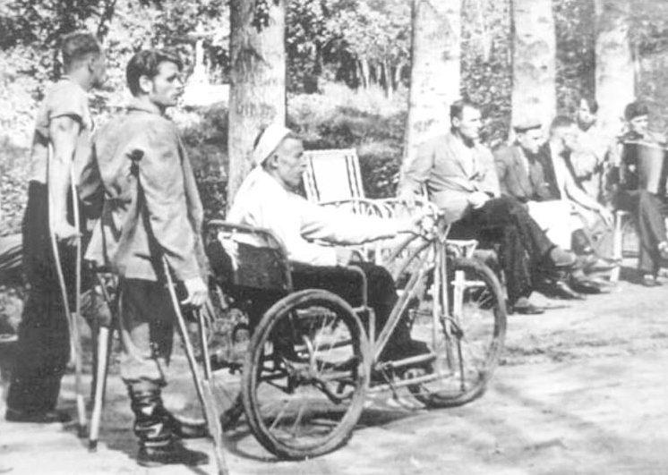 Инвалиды на городских улицах.