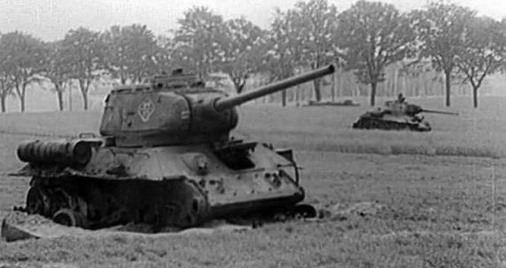 Подбитые советские танки у Зееловских высот.