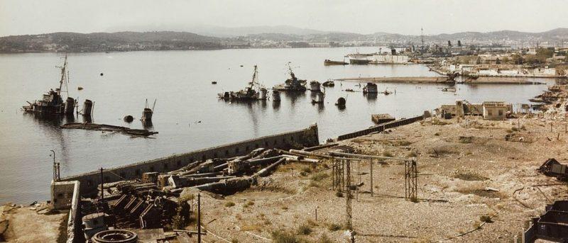 Затопленные корабли в Тулоне.