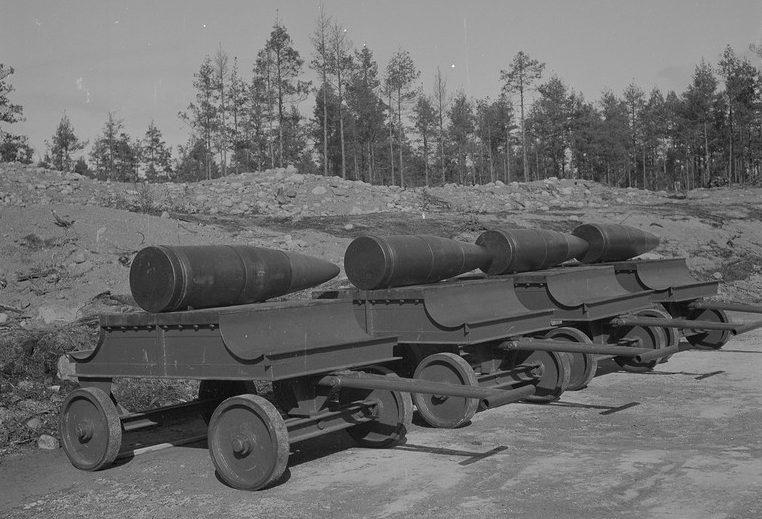 Снаряды 305-мм калибра к установке ТМ-3-12 на Ханко.