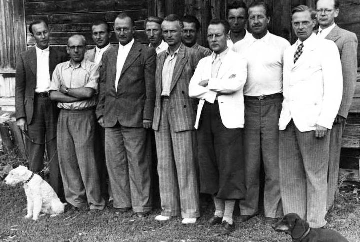 Немецкие специалисты из «Юнкерса», «БМВ», «Аскании» в поселке Управленческом возле Куйбышева.