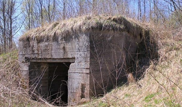 Артиллерийский ДОТ у деревни Снегири под 76-ии орудие.