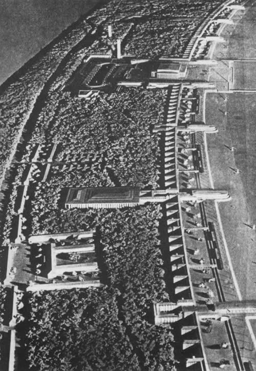Общий вид недостроенного санатория в 1939 г.