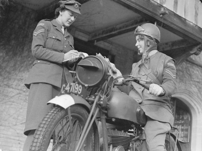 Курьеры ATS в Ирландии. 1940 г.