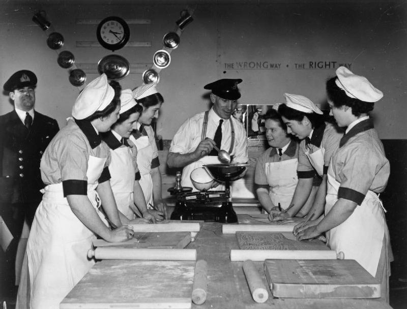 Занятия в школе кулинарии WRNS в Гриноке. 1941 г.