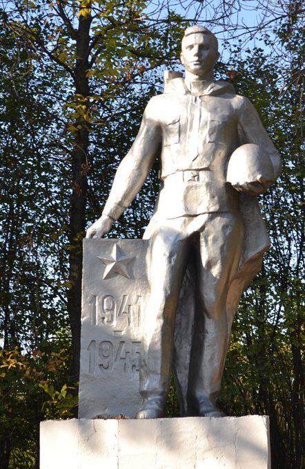 г. Тула. Памятник воину-освободителю, установленный по улице 5-я Криволученская.