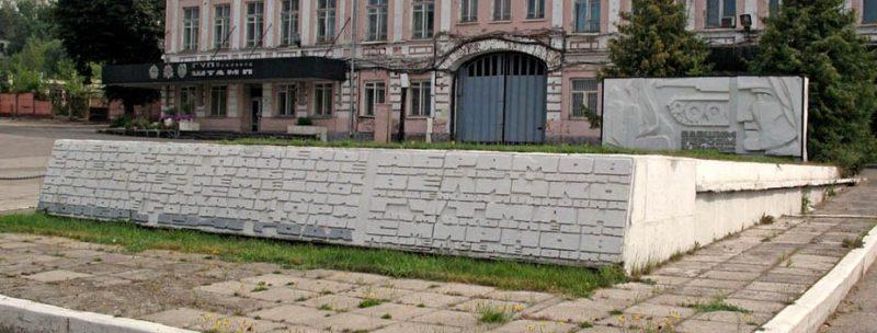 г. Тула. Братская могила советских воинов у проходных ФГУП «Штамп» на Венёвском шоссе.