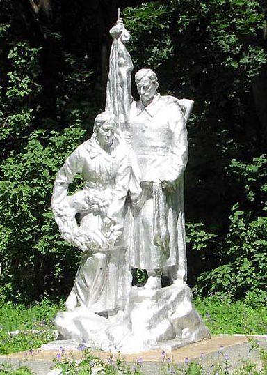 Северная скульптурная группа, 1-й участок.