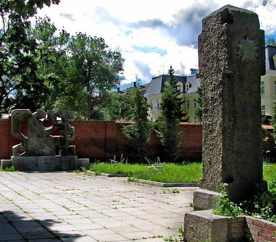 Барельеф и монумент, 3-й участок.