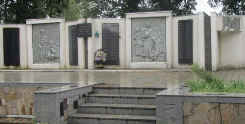 с. Архангельское Тульского городского округа. Памятник по улице Центральной, установленный в честь погибших односельчан в годы войны.