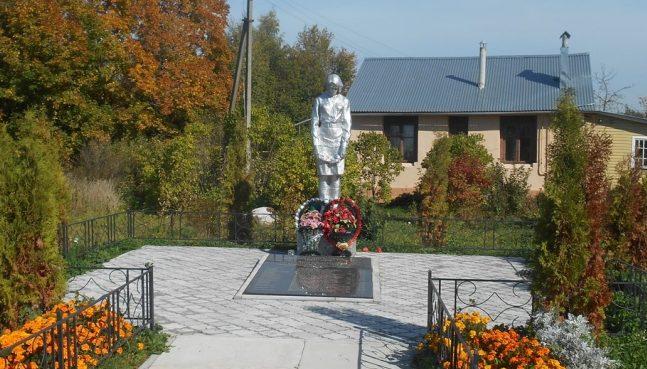 д. Зайцево Тульского городского округа. Памятник, установленный на братской могиле, в которой похоронены советские воины, погибшие в годы войны.