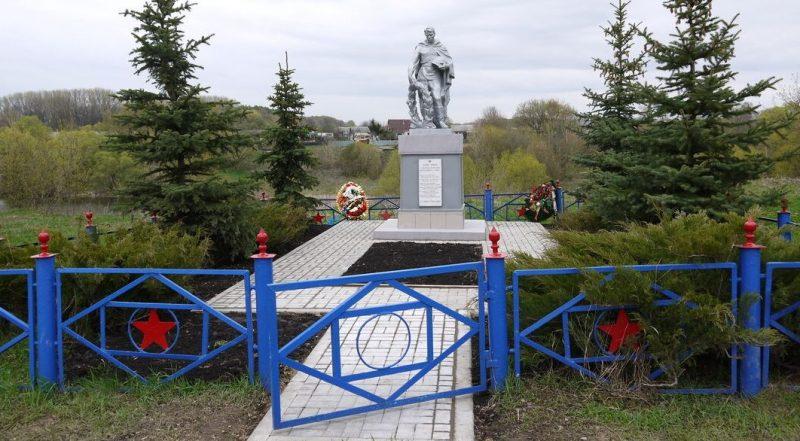 д. Ключевка Тульского городского округа. Памятник, установленный на братской могиле, в которой похоронены советские воины, погибшие в годы войны.