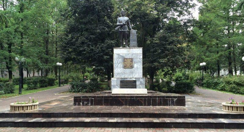 п. Косая гора Тульского городского округа. Монумент воинам, погибшим при освобождении поселка.