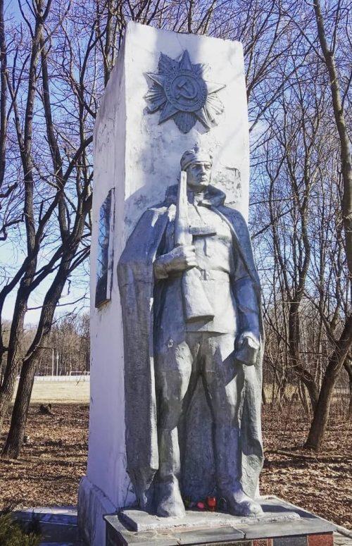 п. Петелино Тульского городского округа. Мемориал, посвященный воинам 50-армии и жителям поселка, павшим в годы войны.