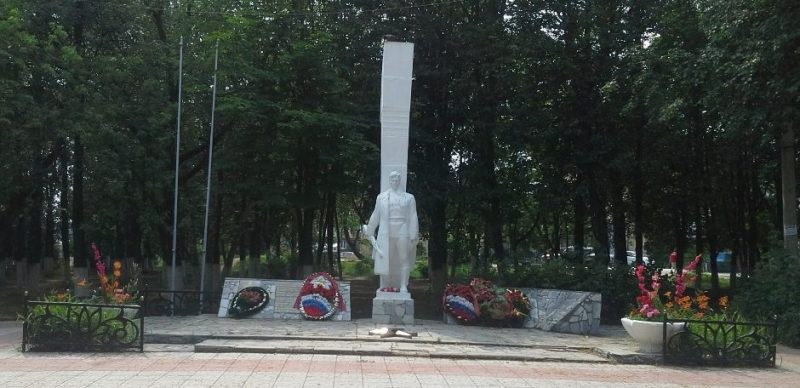 п. Плеханово Тульского городского округа. Памятник по улице Заводской 19а, установленный на братской могиле, в которой похоронены советские воины, погибшие в годы войны.