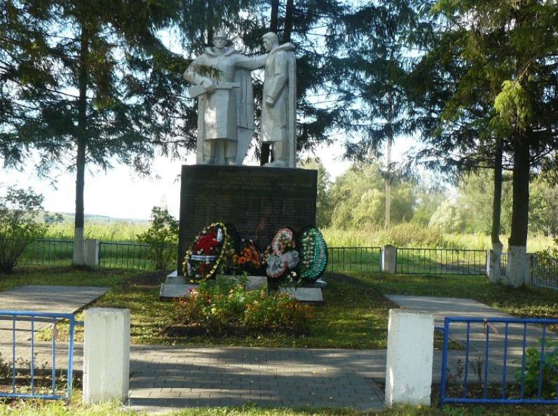 д. Торхово Тульского городского округа. Памятник, установленный на братской могиле, в которой похоронены советские воины, погибшие в годы войны.
