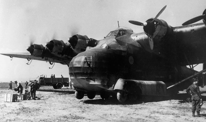 Транспортник Me 323 в Африке.