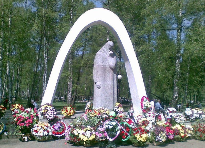 Центральный элемент мемориала «Скорбящая Мать».