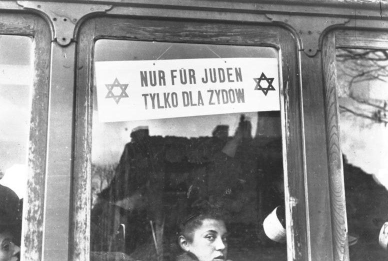 Трамвайный вагон только для евреев. Варшава. Октябрь 1940 г.