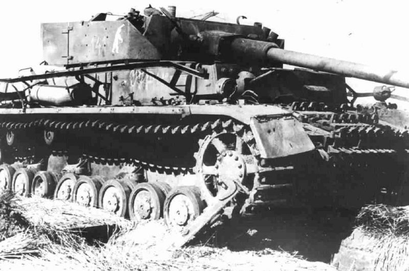 Немецкий танк, подбитый на Орловском направлении.