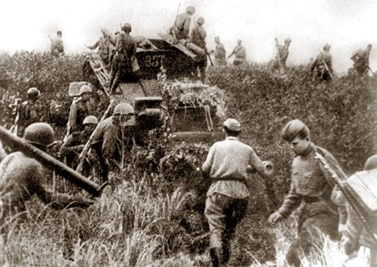 Советская пехота переходит границу Маньчжурии. 9 августа 1945 г.