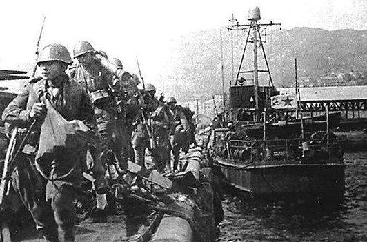Высадка советских войск в ходе Сейсинской десантной операции.