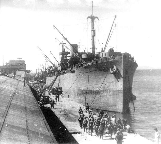 Посадка пехоты на морские суда.