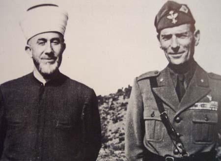 Хадж Амин аль-Хусайни (Великий муфтий Иерусалима) с генералом Чезаре Аме, директором SIM в 1942 году.