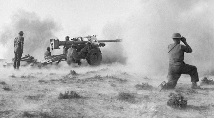 Британское противотанковое орудие в бою.