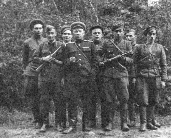 «Ястребки» (бойцы истребительного батальона) на Западной Украине.